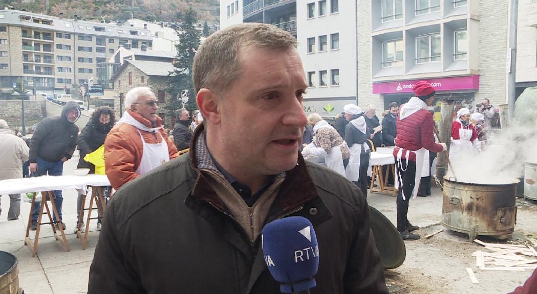 Majoral espera que s'acabin les cues de vehicles a l'avinguda Francesc Cairat