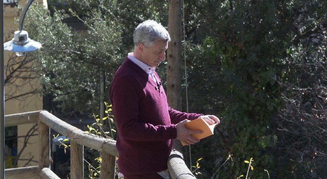 Manel Gibert s'inspira en el paisatge d'Ordino en el nou llibre d'haikus 'Al sol que bat la penya'