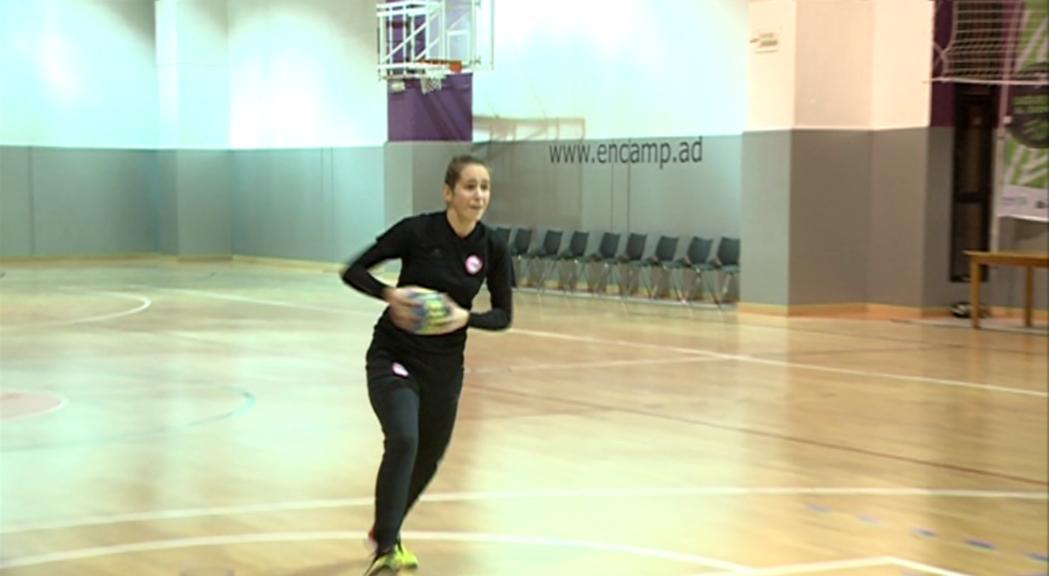 """Margot Oliva viu el somni de l'handbol a Tolosa: """"No abandono mai"""""""