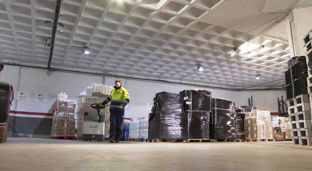 Les mercaderies arriben sense dificultats però les empreses de transport alerten de problemes amb la distribució