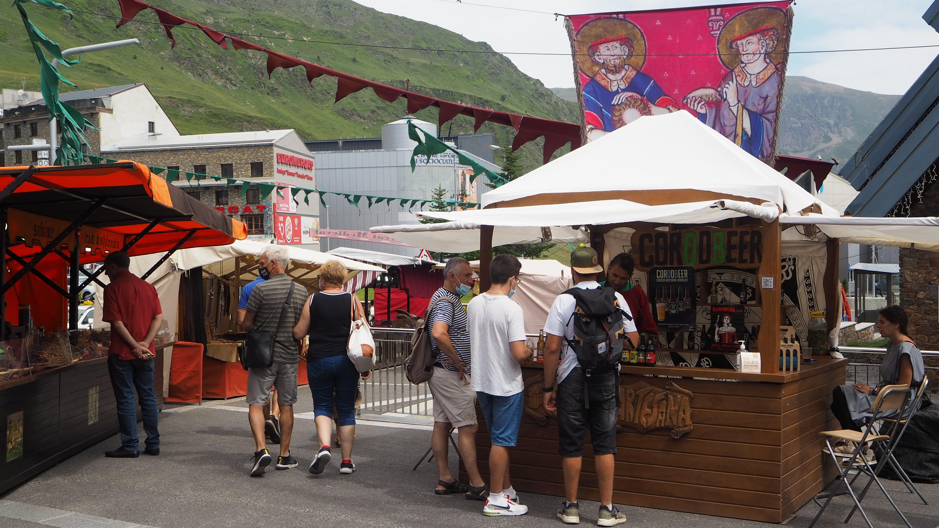 El mercat d'estiu es trasllada al Pas de la Casa amb una vintena d'artesans i més parades de menjar