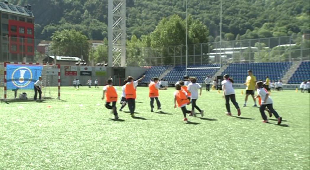 Més de 250 inscrits i 12 escoles en el Trofeu Pyréneés d'Handbol Formatiu