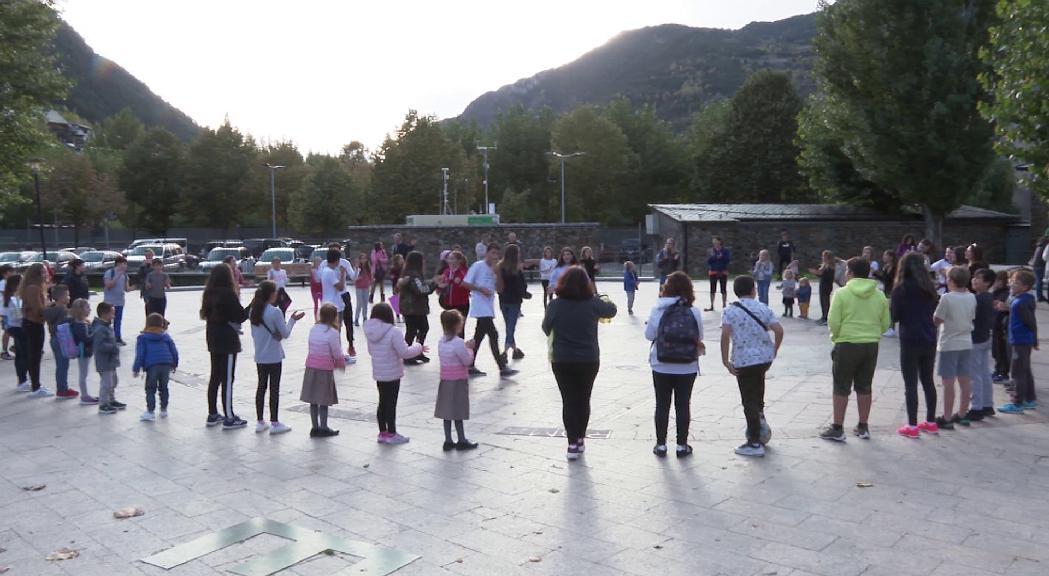 Més de 50 infants protesten pel tancament del Prat Gran d'Encamp
