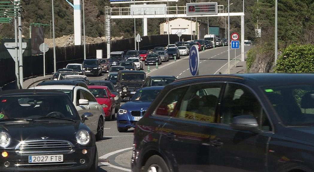 Més de 55.0000 vehicles van entrar al país pel pont del PIlar
