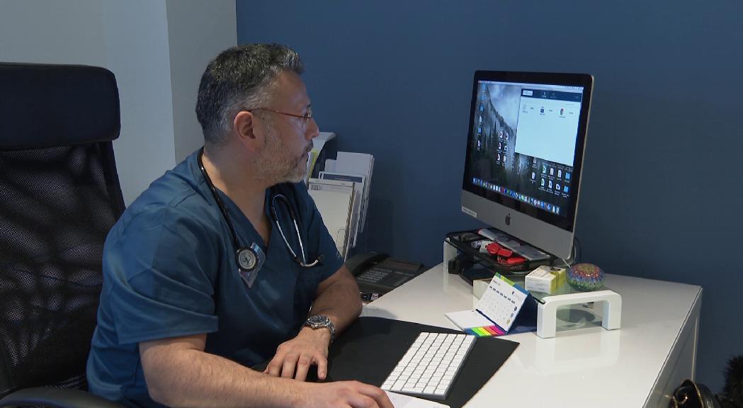 Els metges, satisfets per la feina durant el pic de la crisi i amb la vista posada a la tardor
