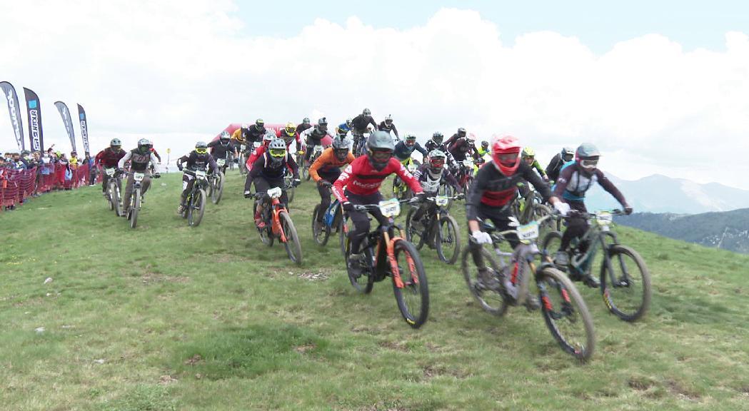 Mig miler de ciclistes participen en la Maxiavalanche
