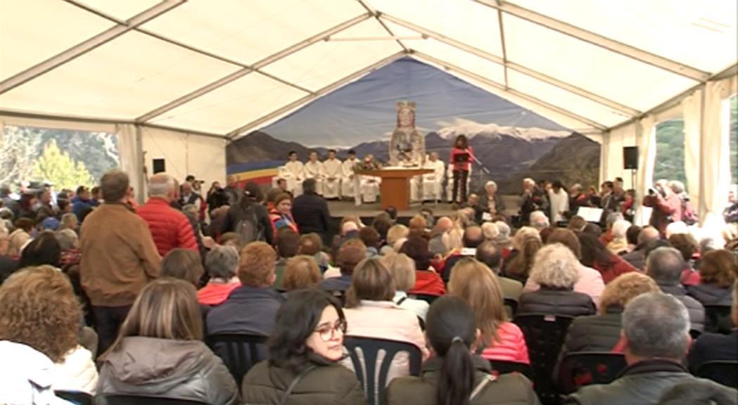Missa multitudinària i benedicció de 6.000 pans en el 20è aniversari de la coronació de la Verge de Canòlich