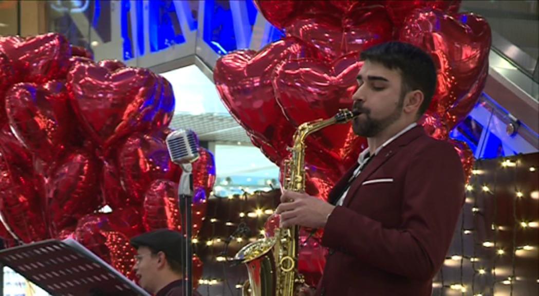Música al comerç per celebrar Sant Valentí