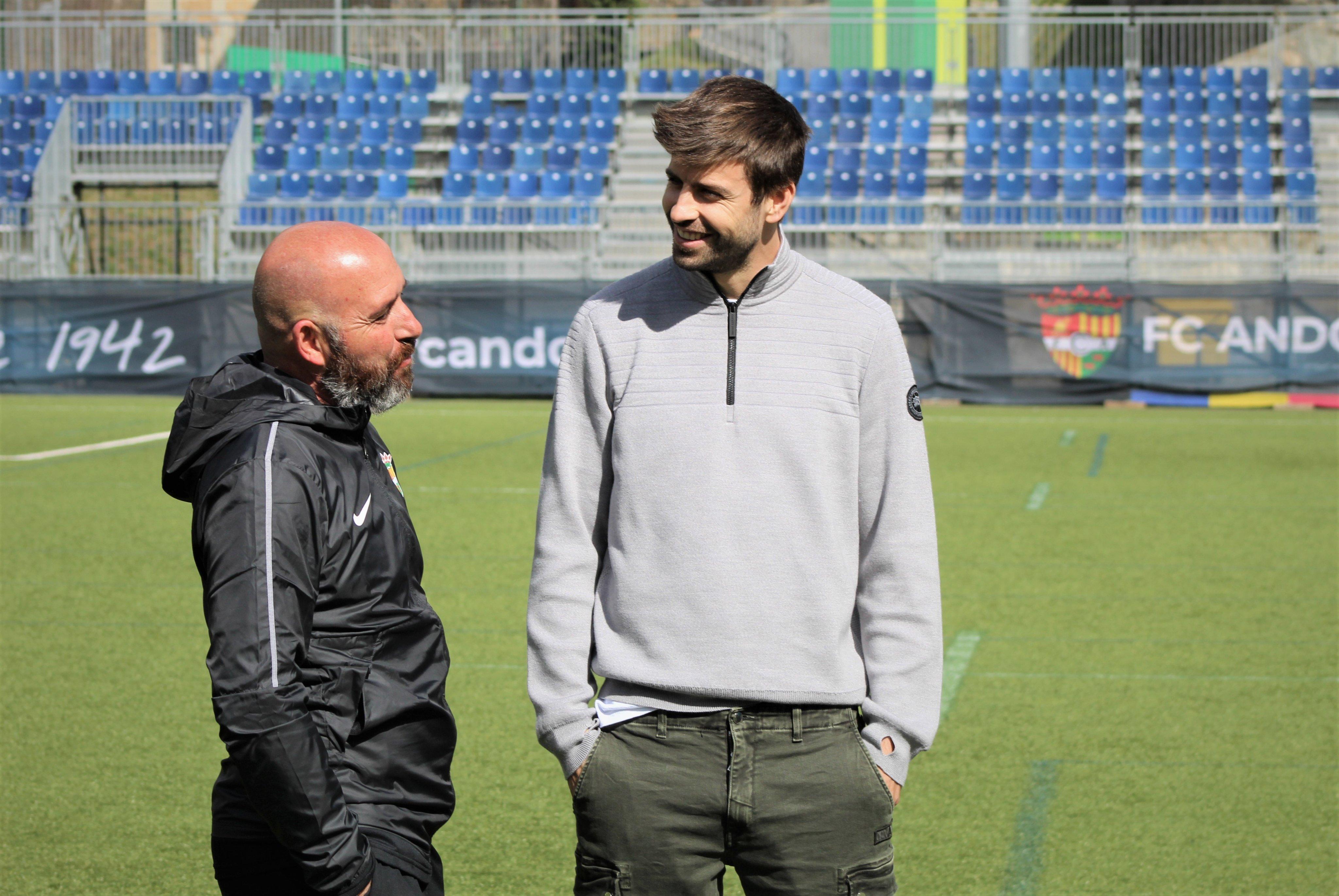 Piqué visita el nou tècnic del FC Andorra, Nacho Castro