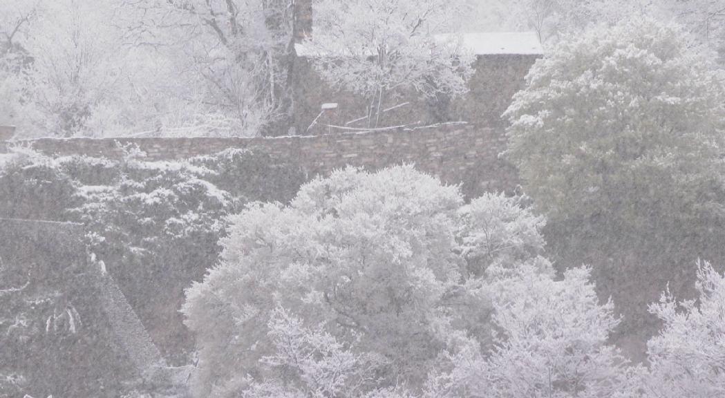 Neu a totes les cotes amb accessos garantits en cas d'emergència