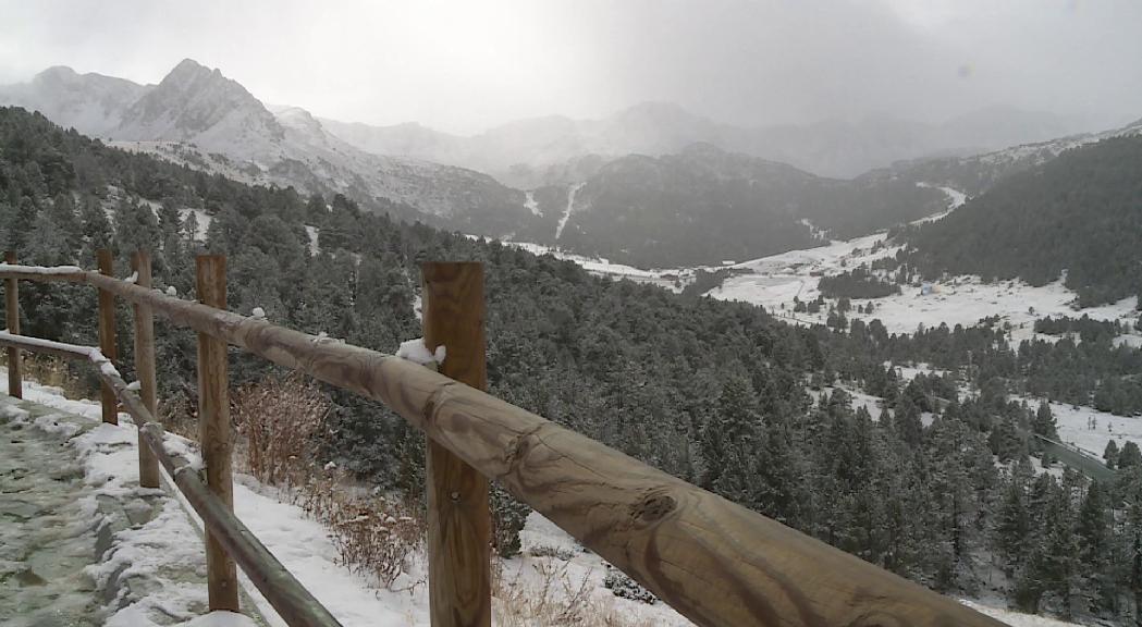 La nevada d'aquest diumenge al matí ha fet activar la