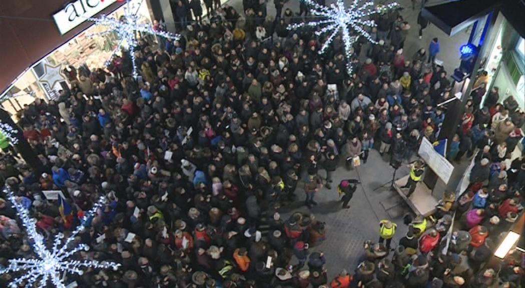 Nombrosa concentració ciutadana per protestar contra les noves lleis laborals