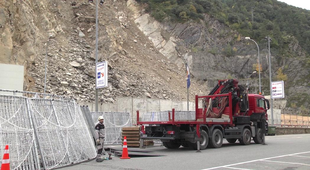 Una nova caiguda de rocs provoca danys en part dels taulons de seguretat de l'esllavissada de la CG1