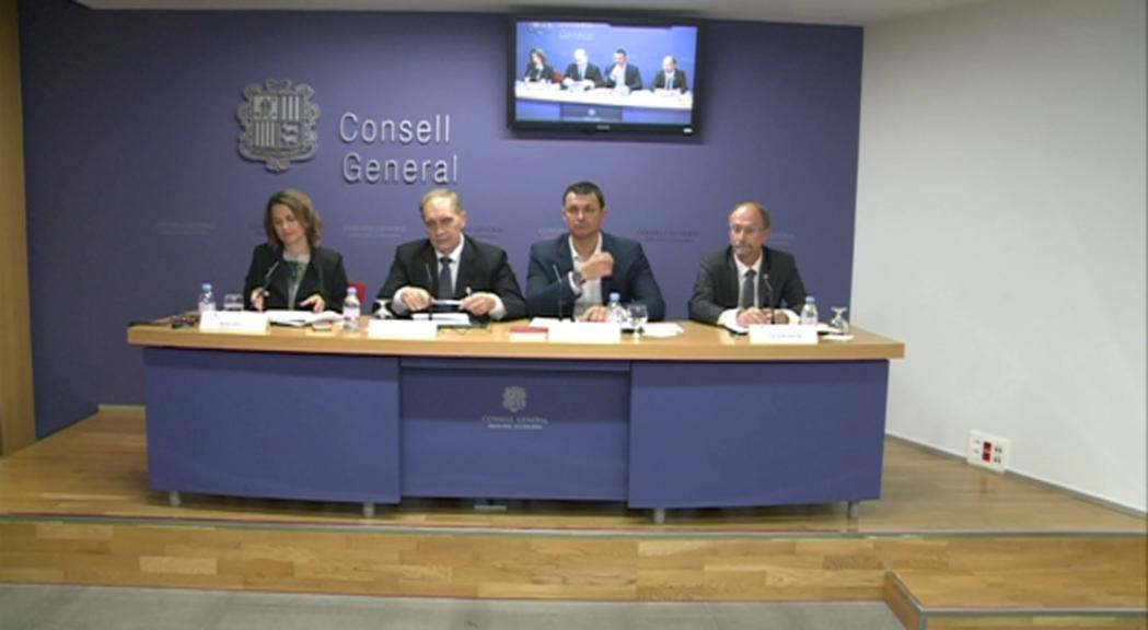 L'oposició en bloc presenta un recurs contra la declaració d'urgència de tretze lleis
