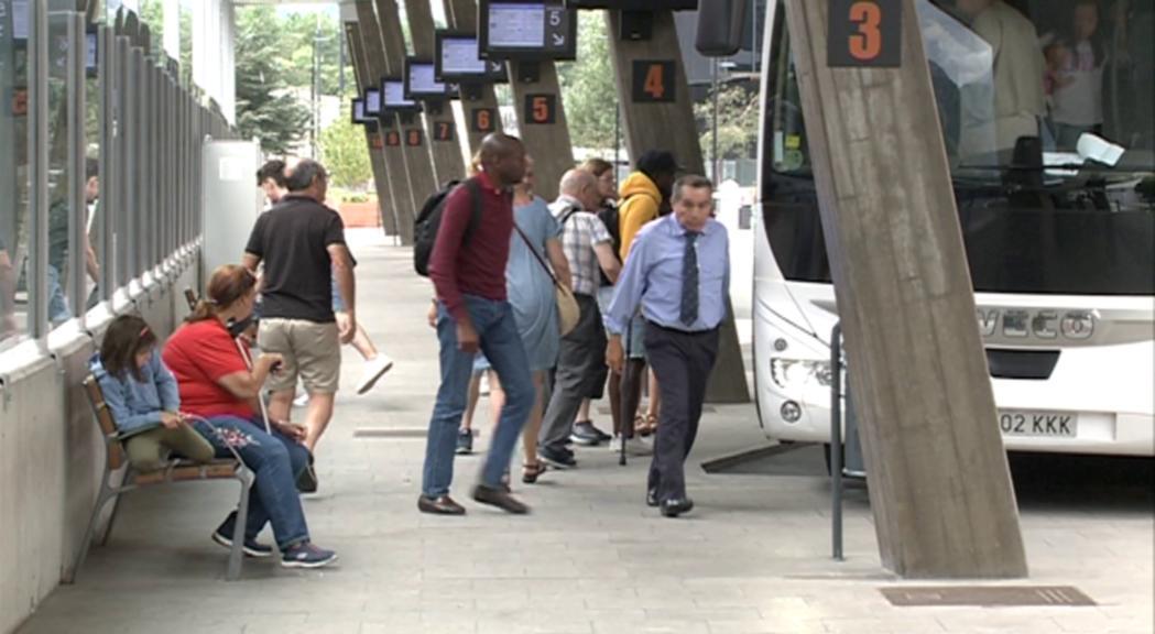 Paciència i resignació entre els passatgers de les companyies d'autobusos de línia regular