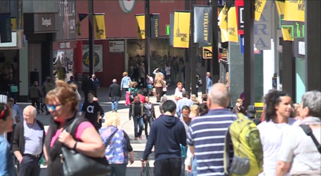 Els països veïns segueixen aportant la majoria de turistes d'estiu