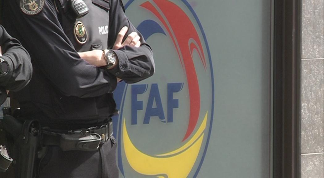 El president i el secretari general de la Federació de Futbol es neguen a declarar davant la policia