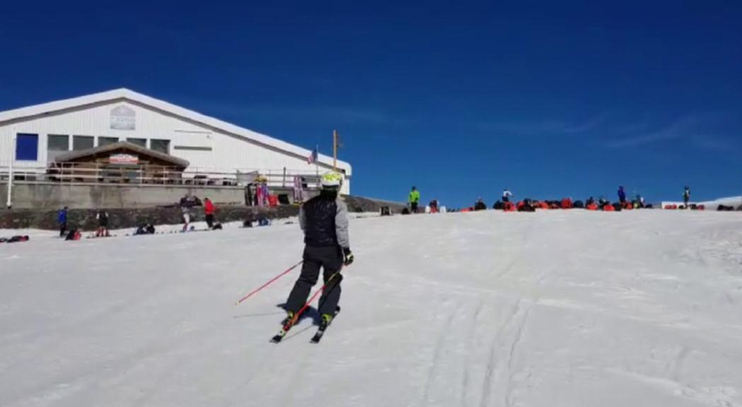 Primeres imatges de la temporada amb esquiadors FAE sobre la neu