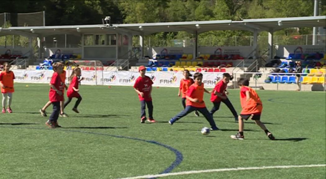 Prop de 300 nens participen al Trofeu Pyréneés d'handbol formatiu