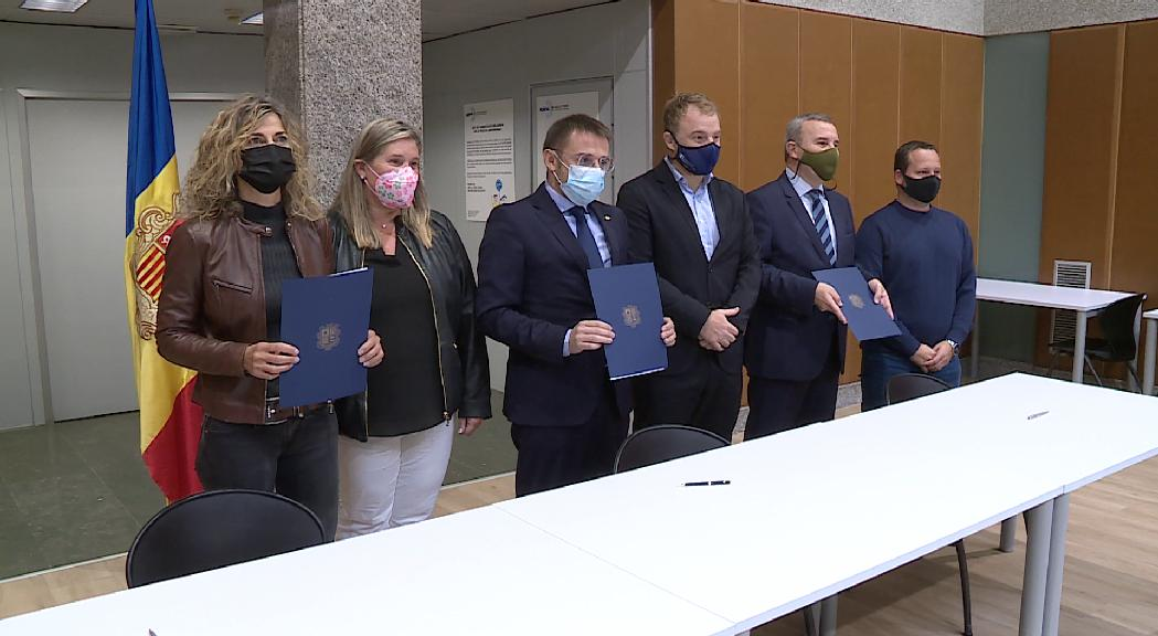 Protecció Civil signa un conveni amb 36 hotels perquè donin resposta a afectats per situacions d'emergència