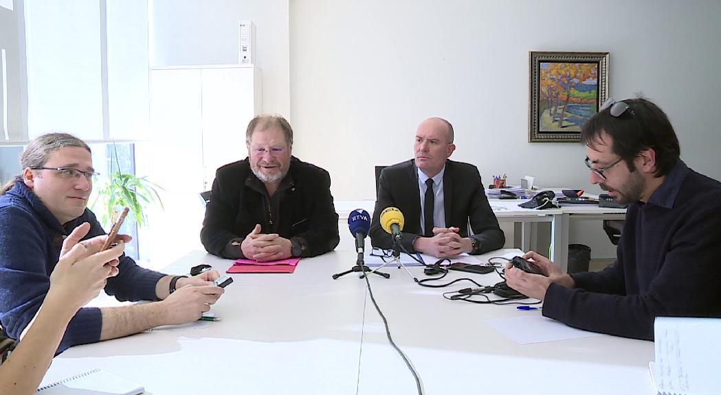 """El PS demana al Govern que posi fi a la """"disbauxa"""" de l'aeroport de Grau Roig i defensi el de la Seu"""