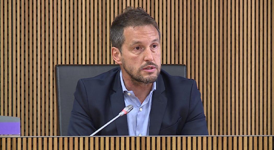Pere López reclama explicacions públiques sobre les retribucions del president del grup parlamentari liberal