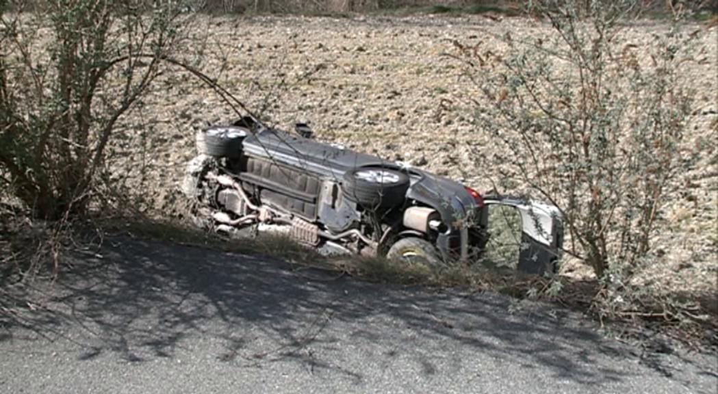 Quatre ferits lleus en bolcar el cotxe en el que viatjaven en un accident a la CG-1