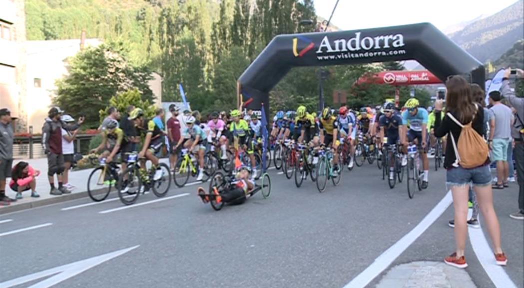 Una quinzena de ciclistes professionals i un miler de participants a la 42a Volta als Ports