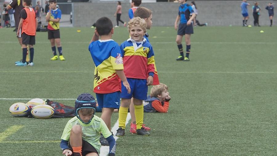 Reportatge: l'escola de rugbi, un lloc on gaudir de l'esport i aprendre valors