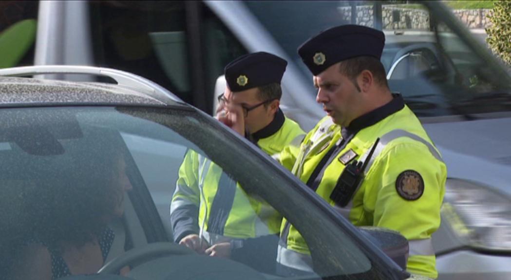 Reportatge: Els consells de la policia per portar els nens a l'escola