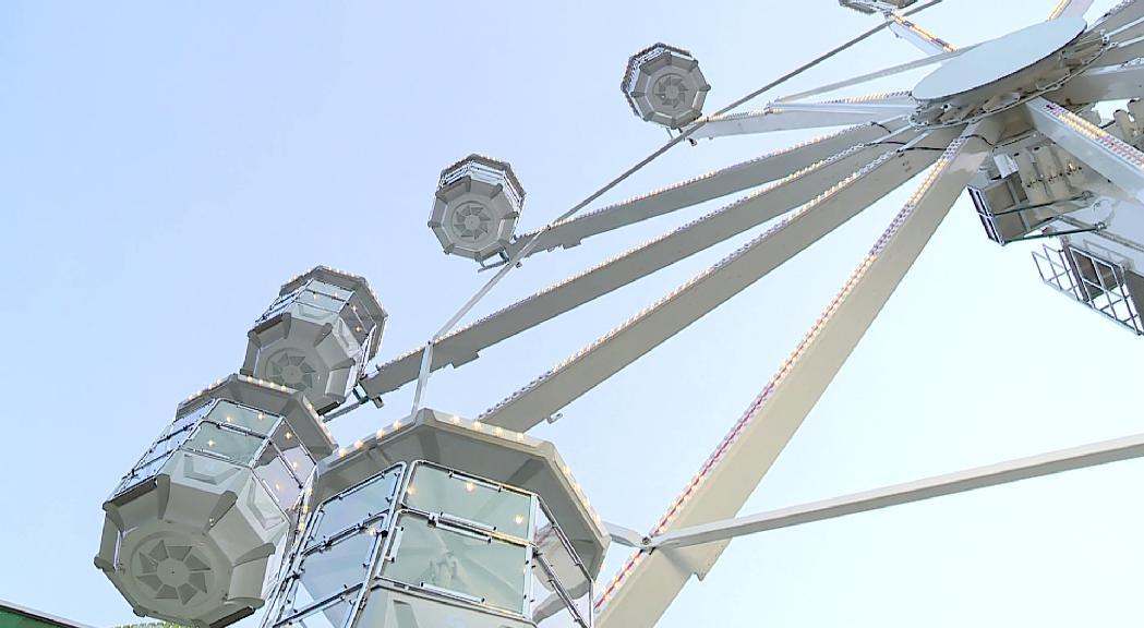 La roda de fira es converteix en un reclam per a la ciutadania del país mentre no hi ha turisme