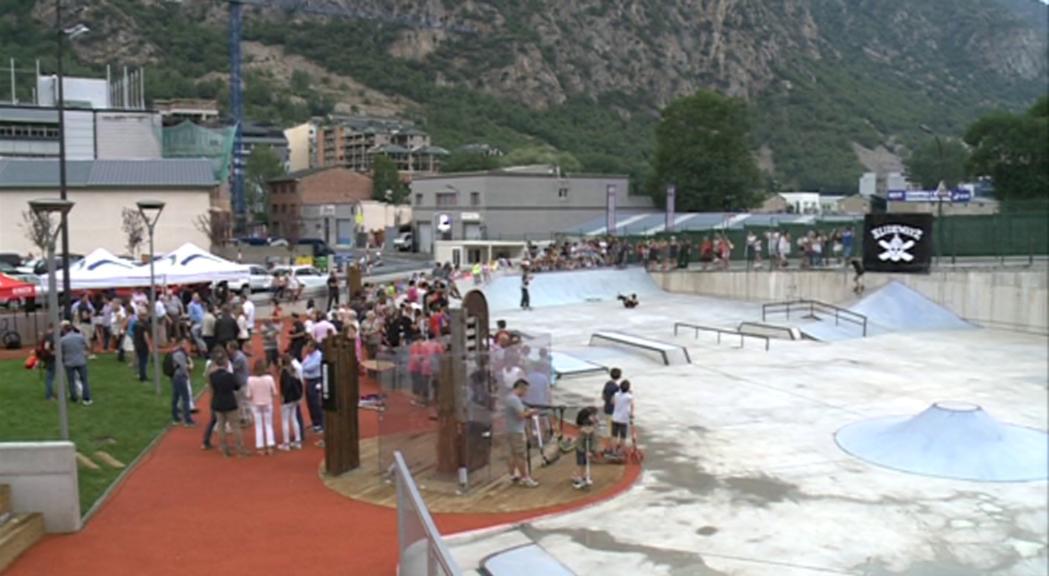 Santa Coloma estrena el nou parc de la Serradora amb un skate parc de 700 metres quadrats