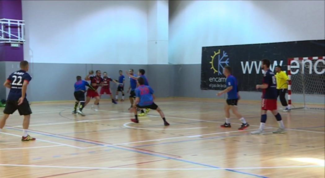 La selecció d'handbol cau en els dos primers partits de la Copa d'Andorra