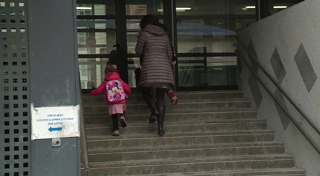 El servei de guarda d'infants es posa en marxa amb una vintena de nens