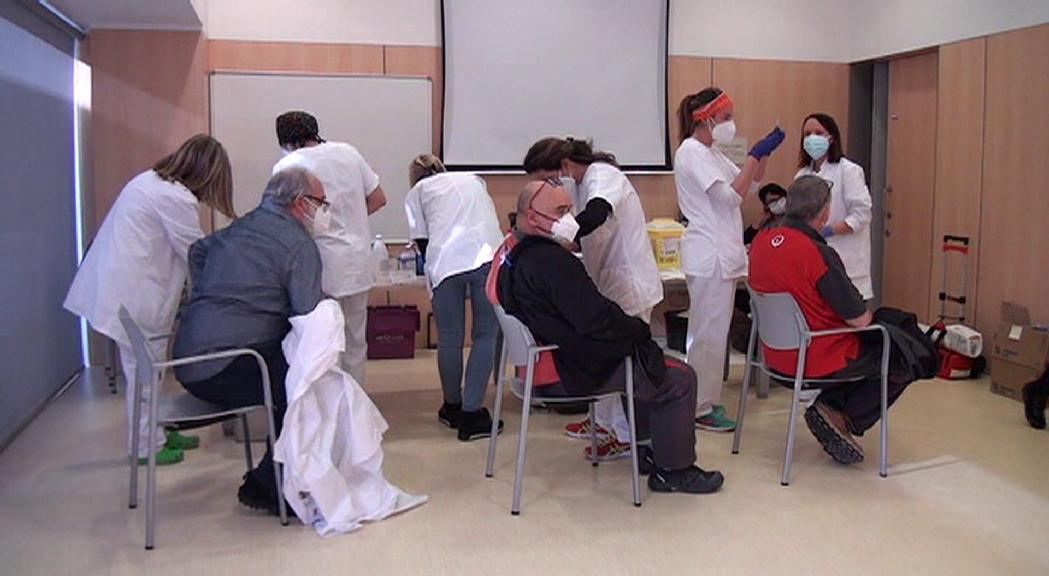 Mentre que Andorra espera les vacunes, a la Seu d'Urgell fa 1