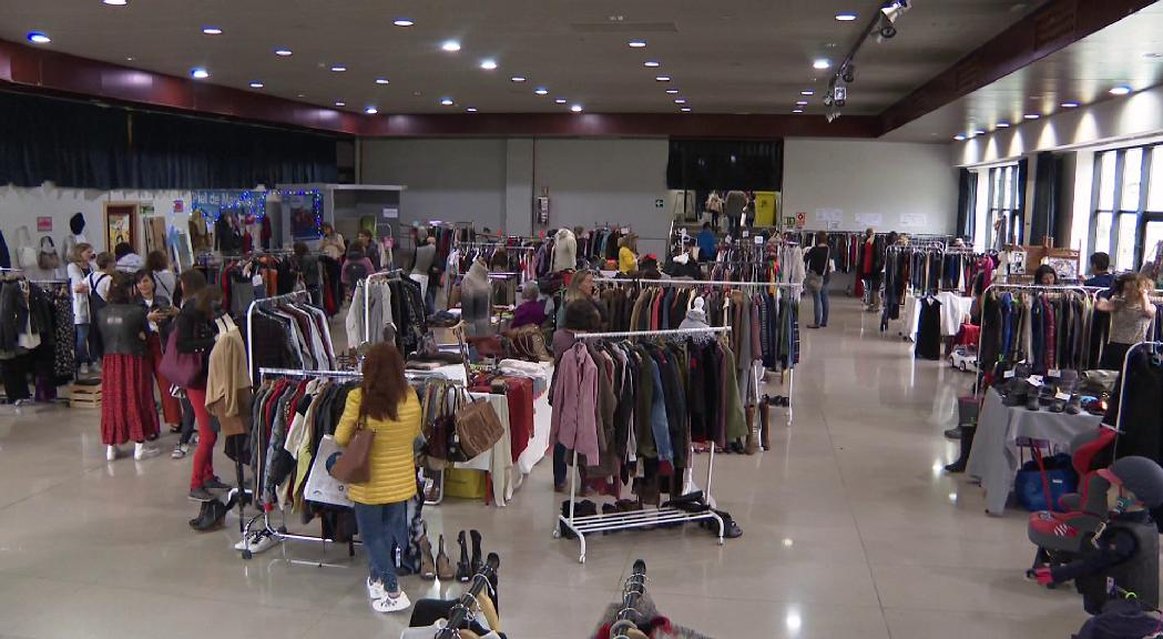 Solidaritat i 'fashion victims' al Vide Dressing de la Massana