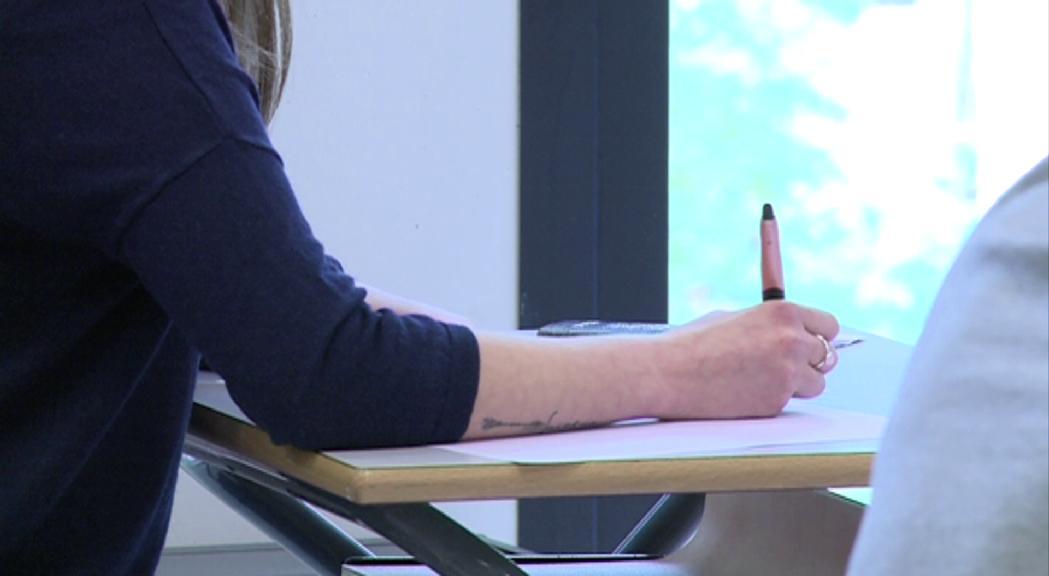Suspeses les proves oficials de batxillerat i formació professional mentre el calendari escolar es manté