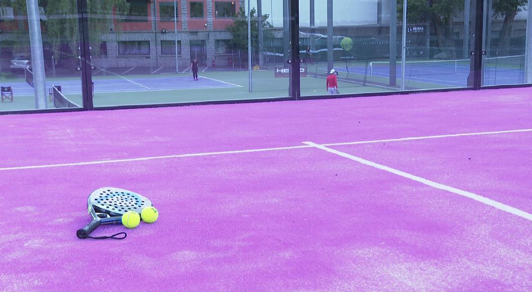 El tennis torna a estar permès en l'àmbit amateur per als més grans de 16 anys
