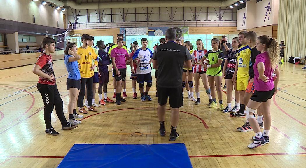 El Total Handbol Camp se celebra al Pas de la Casa amb entrenadors de prestigi