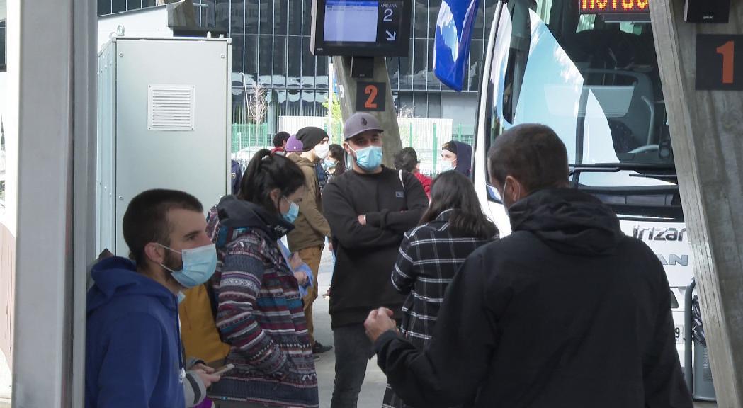 Una trentena de temporers més torna a l'Argentina després de prop de dos mesos de confinament