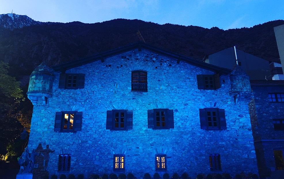 Unicef vol tenyir Andorra de blau amb motiu del Dia mundial de la infància