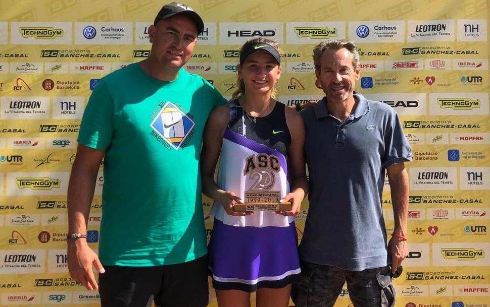 Vicky Jiménez s'adjudica la Sánchez-Casal Junior Cup en individual i dobles