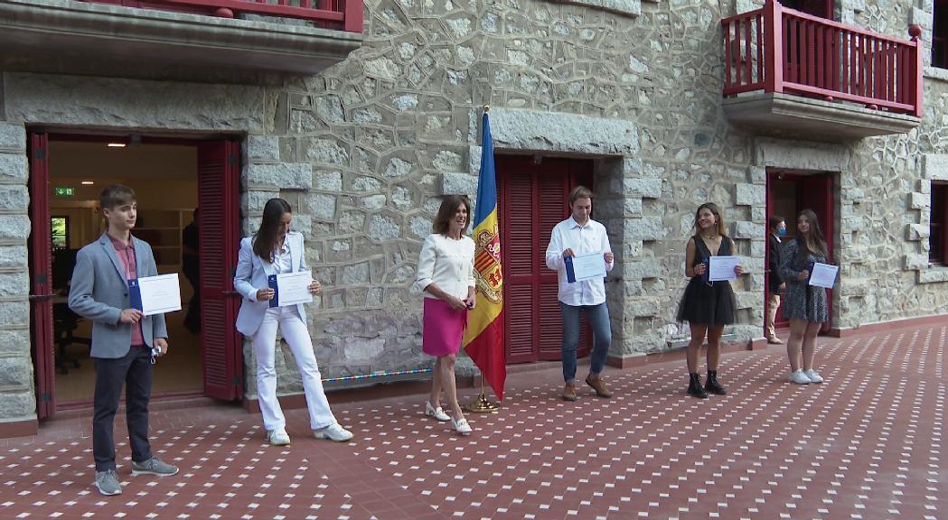 Vilarrubla lliura a cinc alumnes el Premi Nacional a l'estudi