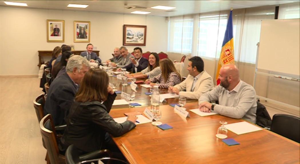 La visita de Macron i l'esllavissada centren la primera reunió d'Espot amb els cònsols