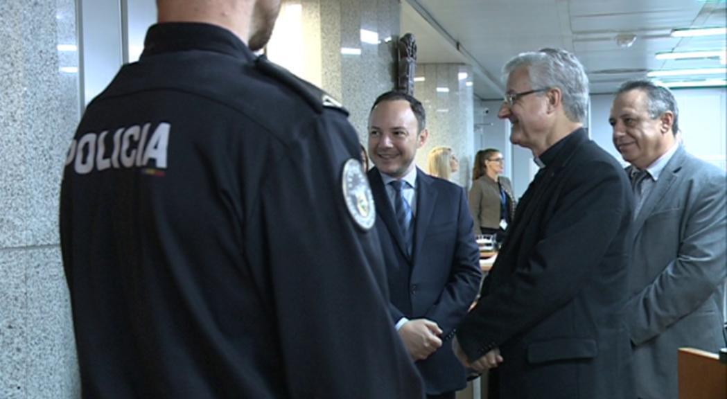 Vives agraeix la feina de la policia en una nova parada de la visita pastoral a Escaldes-Engordany