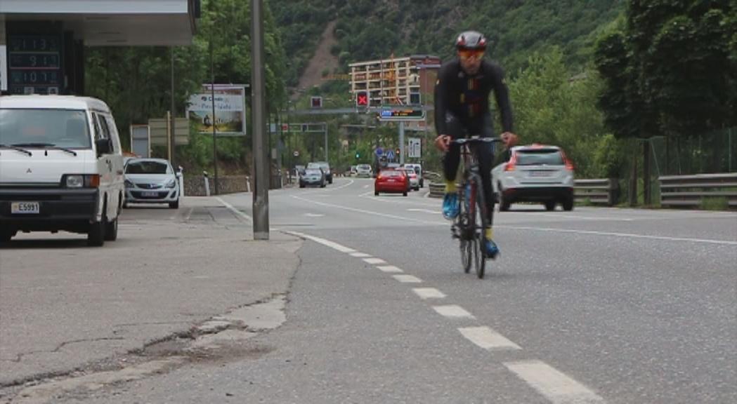 El nou codi de circulació protegirà més els ciclistes