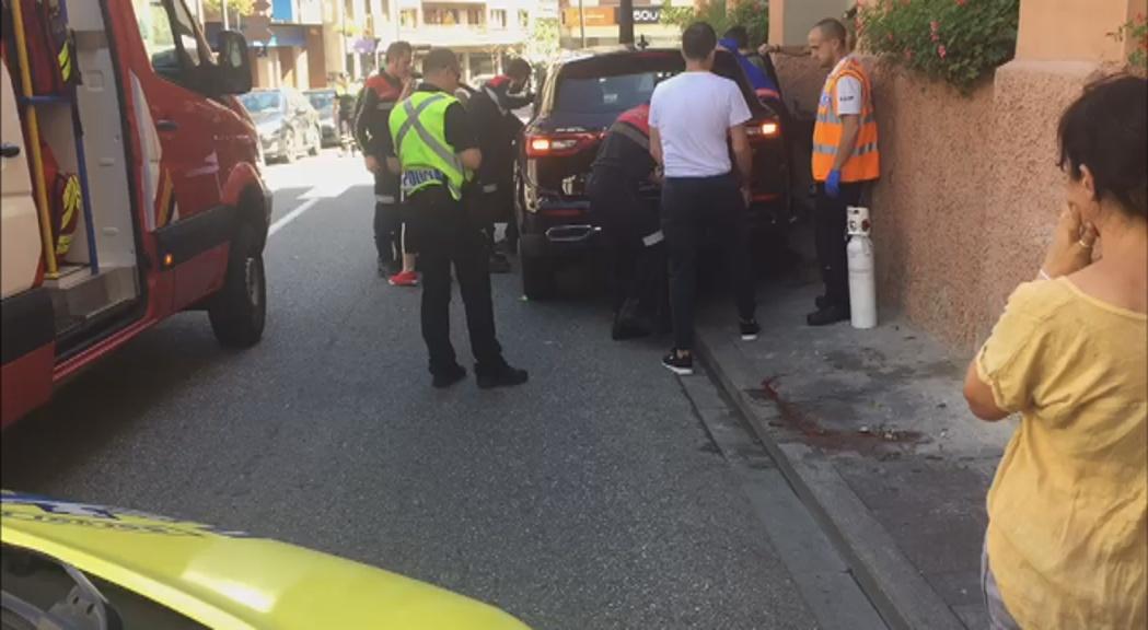 Una dona resulta ferida greu en ser envestida per un cotxe a la Massana