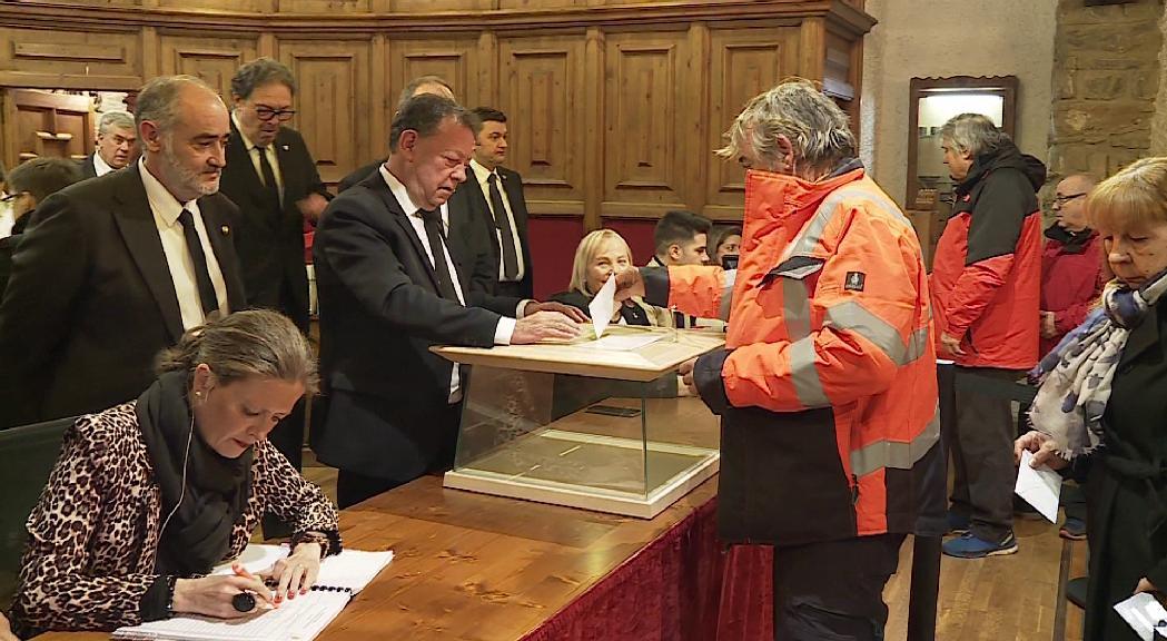 Un 12% més d'electors que fa quatre anys són cridats a Sant Julià per escollir entre tres llistes