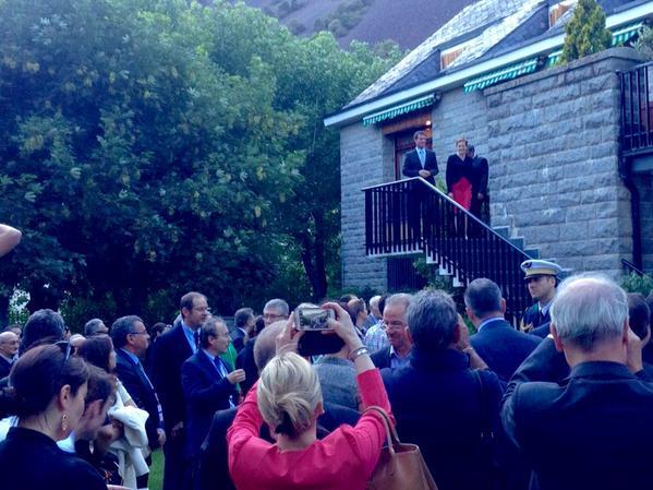 Manuel Valls es rebut per l'ambaixadora i els residents francesos en una recepció