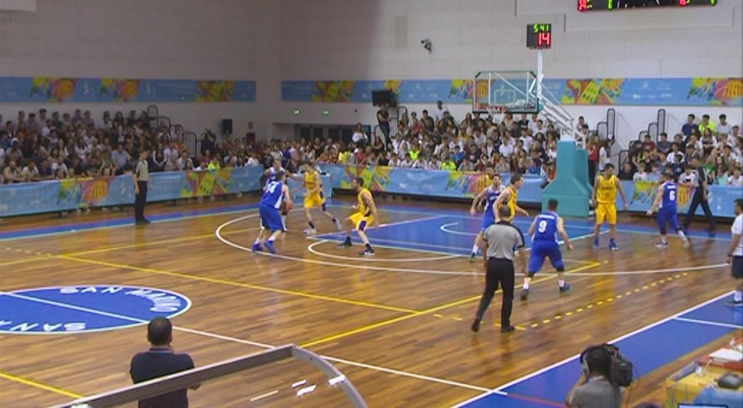 Victòria de la selecció de bàsquet en el debut als Jocs contra l'amfitrió